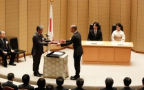 "Dr. Naoki Masuda receives the JSPS (Japan Society for Promotion of Science) Prize 2020, in recognition of his work, ""Pioneering Research on Theory and Data-analysis Methods for Temporal Networks""."