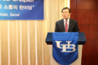 Dr. Chulwoo Kim delivering welcoming remarks to UB alumni.
