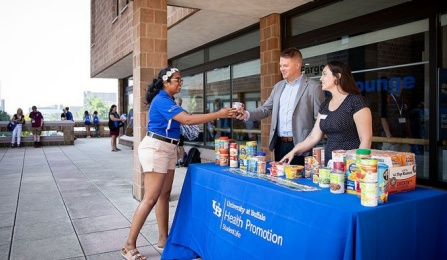 Orientation leader Urjitha Muthiah (left) with Blue Table oversight group members Ben Fabian and Emily Bystrak at a food collection drive during a summer orientation session.