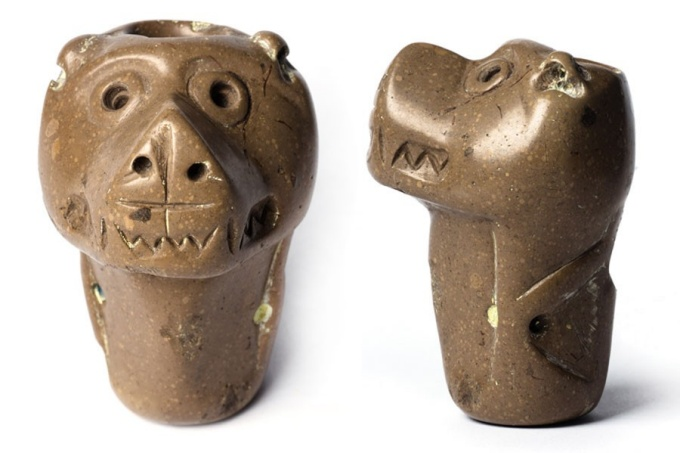 Iroquoian bear effigy pipe