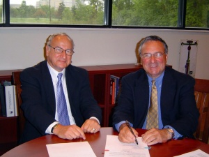 Athenex co-founder Allen Barnett UB's Robert Genco signing the deal that allowed Athenex to license discoveries made in the lab of UB researcher and Athenex co-founder David Hangauer.