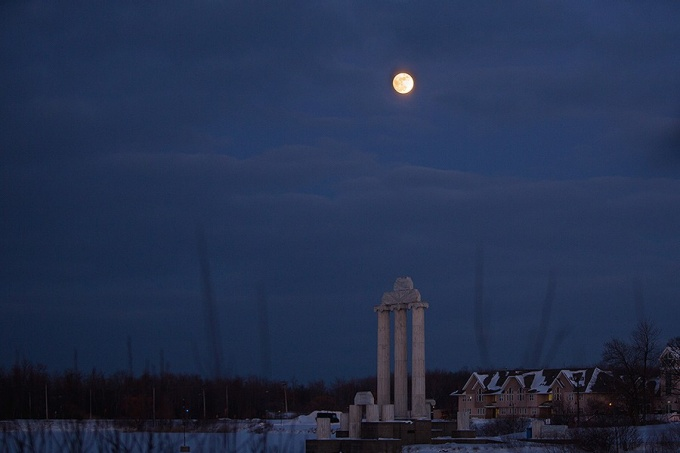 Photo of the January 31 super blue blood lunar eclipse over Lake LaSalle and Baird Point.