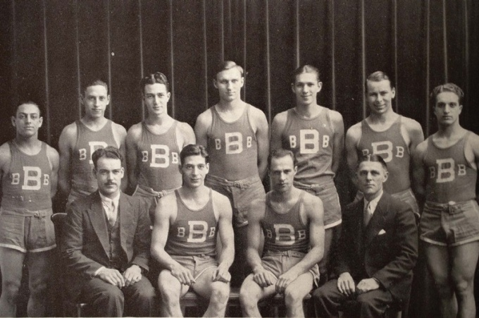 Antique photo of the UB men's basketball team from 1930