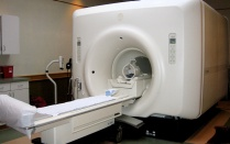 picture of a large magnetic resonance imaging machine.