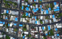 Blue tarps as temporary roofs in the Caño Martin Peña neighborhood 3 weeks after hurricane Maria. Photo by Pablo Marvel.