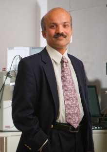 Head shot of Murali Ramanathan, professor of pharmaceutical sciences