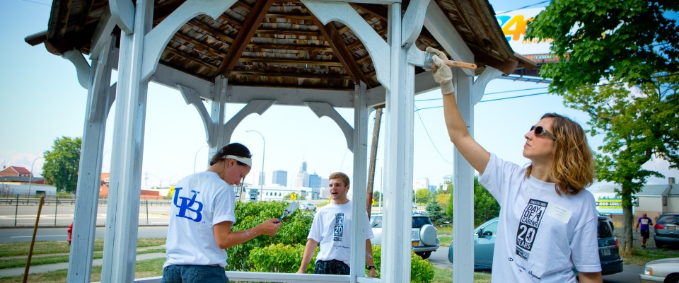 Photo of UB faculty, staff and students volunteer at Day of Caring.