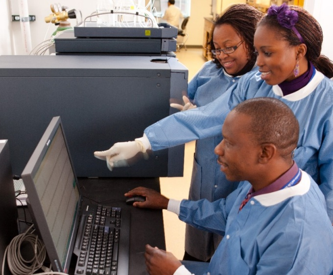 Dr Maponga and students work on a Mass Spectrometer.