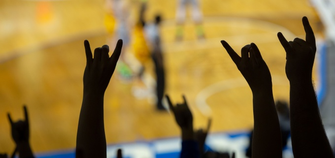 UB Women's Basketball Team taking a selfie.